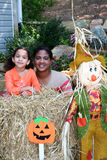 Madre e figlia a Halloween Fotografie Stock