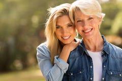 Madre e figlia mature fotografia stock libera da diritti