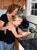 Madre e figlia nel kit Immagini Stock