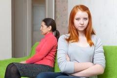 Madre e figlia teenager che hanno conflitto Immagini Stock