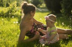 Madre e figlia V Fotografie Stock Libere da Diritti