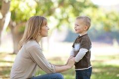 Madre e figlio fotografia stock libera da diritti