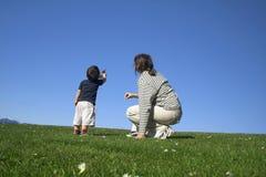 Madre e figlio che hanno un buon fotografia stock