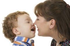 Madre e figlio sorridenti fotografia stock libera da diritti