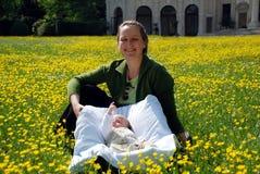 Madre e figlio in una sosta vicino a Venezia Fotografia Stock