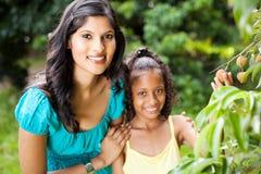Madre e hija Imágenes de archivo libres de regalías