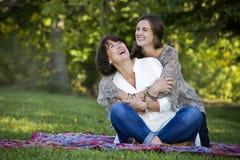 Madre e hija imagenes de archivo