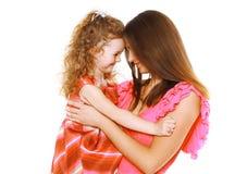 Madre e hija bonitas en el vestido que se divierte Fotos de archivo libres de regalías