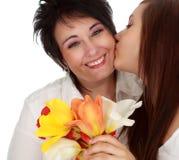 Madre e hija con las flores Imagen de archivo