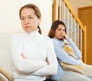 Madre e hija después de la pelea Imágenes de archivo libres de regalías