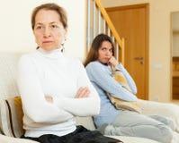 Madre e hija después de la pelea Foto de archivo libre de regalías