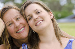 Madre e hija - dos generaciones Fotografía de archivo libre de regalías