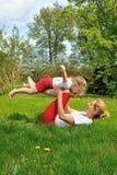 Madre e hija - entrenamiento foto de archivo libre de regalías