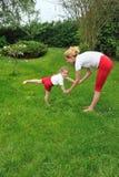 Madre e hija - entrenamiento fotografía de archivo libre de regalías