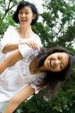 Madre e hija felices Foto de archivo libre de regalías