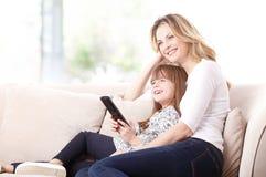 Madre e hija felices Fotografía de archivo libre de regalías