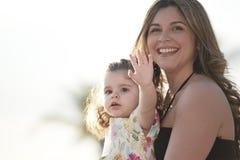 Madre e hija sonrientes Imagenes de archivo