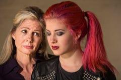 Madre e hija tristes Imágenes de archivo libres de regalías