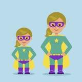 Madre e hija vestidas como super héroe Fotos de archivo libres de regalías