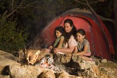 Madre e hijas que acampan Imagen de archivo libre de regalías