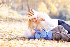 Madre e hijo fotografía de archivo