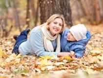 Madre e hijo fotos de archivo