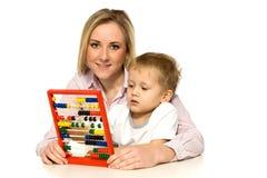 Madre e hijo con el ábaco Imagen de archivo libre de regalías