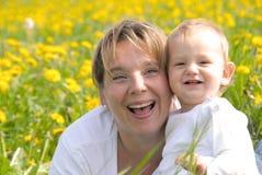Madre e hijo de risa Imagen de archivo libre de regalías