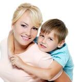 Madre e hijo felices de seis años Fotografía de archivo