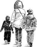 Madre ed i suoi bambini su una passeggiata Fotografia Stock Libera da Diritti