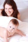 Madre ed il suo bambino fotografie stock libere da diritti