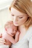 Madre ed il suo bambino appena nato Fotografie Stock