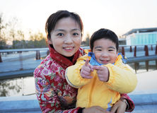 Madre ed il suo figlio fotografie stock