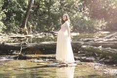 Madre embarazada en cordón por The Creek Fotografía de archivo libre de regalías