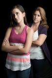 Madre enojada con su hija adolescente que la ignora Fotos de archivo