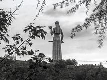 Madre famosa di Georgia Kartlis Deda Monument sulla cima della collina di Sololaki fotografia stock libera da diritti