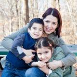 Madre felice che abbraccia i suoi bambini Fotografia Stock Libera da Diritti