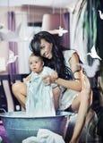 Madre felice con il bambino Immagini Stock Libere da Diritti