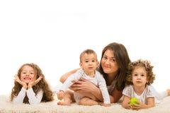 Madre felice con tre bambini fotografia stock