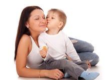 Madre felice con un bambino Immagine Stock