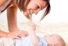 Madre feliz Imágenes de archivo libres de regalías