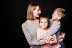 Madre feliz con los niños Fotografía de archivo