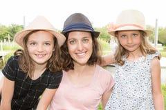Madre feliz con su muchacha de dos niños i Imagenes de archivo