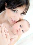 Madre feliz con un bebé Imagen de archivo libre de regalías