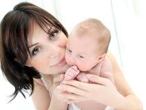 Madre feliz con un bebé Fotografía de archivo