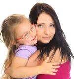 Madre feliz de la familia que juega con su hija Imagenes de archivo