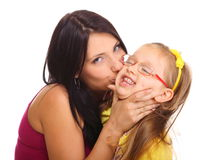 Madre feliz de la familia que juega con su hija Imágenes de archivo libres de regalías