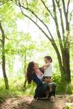 Madre, festa della mamma, figlio, ragazzo, natura, amore, emozioni, vita Immagini Stock Libere da Diritti