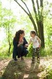 Madre, festa della mamma, figlio, ragazzo, natura, amore, emozioni, vita Fotografia Stock