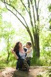 Madre, festa della mamma, figlio, ragazzo, natura, amore, emozioni, vita Fotografie Stock